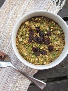 The Oatmeal Artist: Zucchini Bread Baked Oatmeal I've never added veggies to my oatmeal.this sounds interesting Whole Food Recipes, Great Recipes, Favorite Recipes, Healthy Recipes, Healthy Breakfasts, Ww Recipes, Healthy Desserts, Clean Eating, Healthy Eating