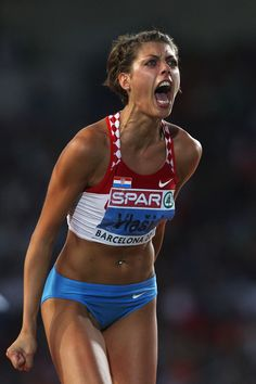 Blanka Vlasic Photos - Blanka Vlasic of Croatia competes in the Womens High Jump Final during day six of the European Athletics Championships at the Olympic Stadium on August 2010 in Barcelona, Spain. - European Athletics Championships - Day Six Fit Black Women, Fit Women, Beautiful Athletes, Athletic Girls, Olympic Athletes, High Jump, Sporty Girls, Boxing Workout, Female Poses