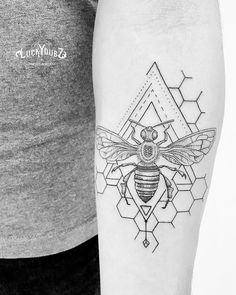Honeybee for Josh from the UK ???????? Thanks! #luckydubztattoo #fineart #finelinetattoo #geometrictattoo #bee #besttattoos #blxckink #dotworktattoo #blacktattoo #graphictattoo #onlyblackart #blackworkers #blackworkerssubmission #blacktattoomag #tttism #inkstinctsubmission #blacktattooart #blackworkers_tattoo #darkart #tattoos_of_instagram #theartoftattooing #tattooworkers #instatattoo #inklife #tattoomagazine #tattooistartmag #inkedup #equilattera #blackwork #btattooing @killerinktattoo…