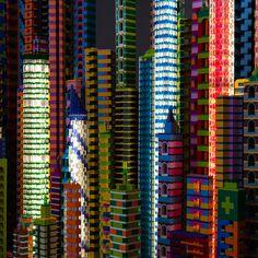 laird kayのレゴシティが批評する人工建造物の近代巨大都市とは|TOKYO DESIGN WEEK 東京デザインウィーク