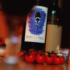 #Wochenende, endlich! Das feiern wir mit einem #Rotwein aus #Cadizfornia 🍷🌞🌴 Schmeckt fast ein bisschen nach #Strand, #Meer, #Sonnenuntergang und kühle #Brise...😄 #Findesemana, finalmente! Lo celebramos con un #VinoTinto de Cadizfornia 🍷🌞🌴 Casi sabe a #playa, #mar, #puestodesol y #brisa fresquita... 😄 #rotwein #vinosdecadiz #Wein #reiseblog #cadiz #forlong #weekend #forlong #andalusien #spanien #costadelaluz