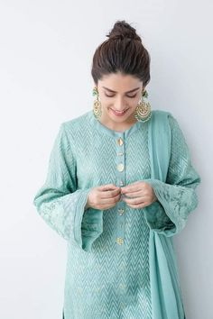 Pakistani Fashion Party Wear, Pakistani Outfits, Indian Outfits, Indian Fashion, Simple Pakistani Dresses, Pakistani Dress Design, Pakistani Bridal, Kurti Sleeves Design, Stylish Dresses For Girls