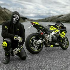 Aprilia Source by Suzuki Motorcycle, Yamaha Motorcycles, Moto Bike, Supercars, Photo Pour Instagram, Biker Boys, Custom Sport Bikes, Bicycle Crunches, Sportbikes