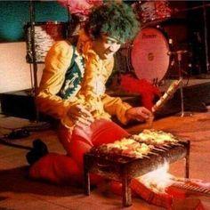 Jimi Hendrix At Monterey pop festival. Jimi Hendrix Experience, Hard Rock, Woodstock, Jimi Hendricks, Historia Do Rock, Jim Marshall, Monterey Pop, Andre 3000, Blues