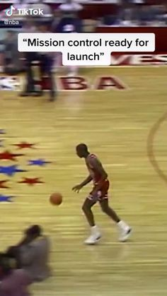 Basketball Videos, Basketball Court, Michael Jordan Gif, Really Funny Memes, Custom Sneakers, Old School, Nba, Legends, Jordans
