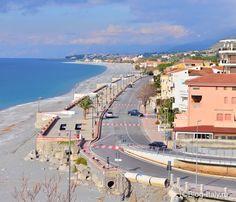 Пляж в городе Диаманте