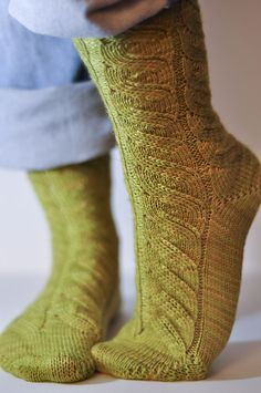 Ravelry: Elise Dupont's Green Foot version of Beth Lapensee's 'Nutkin' sock pattern ~ offered as a FREE download via Ravelry.  Knit in a 4ply fingering yarn with a short-row-toe and short-row-heel, in the round and knit top-cuff-down