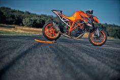KTM 1290 Super Duke R - Race Kit Test mit Akrapovic, Rennfahrwerk und Powerparts wird sie zur 192 PS Rennmaschine.