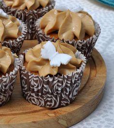 #ClippedOnIssuu from Clouds No 8 Summer 2014 cupcakes two moons.con crema caramel( dulce de leche+ leche condens+mascarpone) x decorar