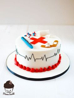 Jeder Mensch, der schon einmal auf die Pflege einer Krankenschwestern bzw. eines Krankenpflegers angewiesen war weiß, was für einen Stellenwert dieser Beruf haben sollte. Ich ziehe meinen Hut vor a…