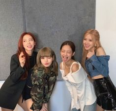 Uploaded by 𖤐. Find images and videos about kpop, rose and blackpink on We Heart It - the app to get lost in what you love. Kpop Girl Groups, Korean Girl Groups, Kpop Girls, Blackpink Jisoo, Kim Jennie, Fake Instagram, Chica Cool, Mode Kpop, Blackpink Members