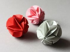 Ideas for origami ball pictures Origami Ball, Design Origami, Origami Simple, Origami Star Box, Origami And Kirigami, Origami Paper Art, Origami Fish, Origami Stars, Origami Flowers