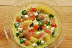 アボカドの冷たい彩りスープ