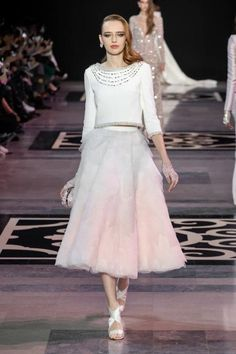 For its Spring-Summer 2019 Haute Couture collection, Maison GEORGES HOBEIKA evokes the timeless essence of the Château de Versailles and the Georges Hobeika, Couture Fashion, Runway Fashion, Fashion Show, Fashion Design, Paris Fashion, Types Of Dresses, Nice Dresses, Jean Paul Gaultier