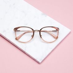 Amaze Mocha tortoise - Open your eyes wide and prepare to be Amazed. These frames are neither square nor round, neither thick nor thin, nor too narrow or too wide, and nor are they radically classy or casual: Amaze strikes the perfect balance for the ones who like to have it all.