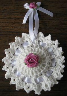 Sold out – twitch – Bag Ideas Crochet Sachet, Crochet Pincushion, Crochet Quilt, Crochet Art, Crochet Home, Filet Crochet, Crochet Gifts, Crochet Motif, Crochet Doilies