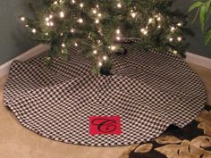 53 Houndstooth Christmas Tree Skirt with by daintydesignsshop, $65.00