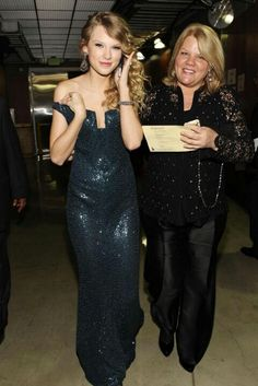 Taylor Swift and her mother Andrea Finaly