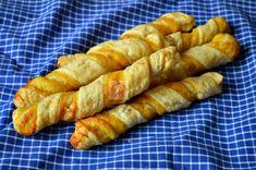 Rasucite cu branza - CAIETUL CU RETETE Hot Dog Buns, Hot Dogs, Queso, Bread, Food, Romanian Recipes, Salads, Bakken, Brot