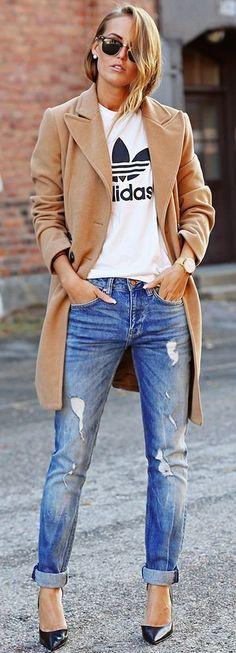 casual outfit adidas shirt + nude coat + denim boyfriend jeans
