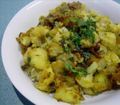 Aloo Gobi - Potato and Cauliflower Curry.. Syn free on Slimming World (if you use spray oil)