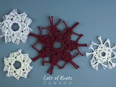 Crochet ideas that you'll love Macrame Design, Macrame Art, Macrame Projects, Macrame Wall Hanging Patterns, Macrame Patterns, Snowflake Ornaments, Snowflakes, Wool Applique Patterns, Beaded Garland
