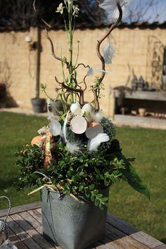 Afbeeldingsresultaat voor bloemschikken met snij amaryllis Easter Wreaths, Fall Wreaths, Deco Floral, Easter Holidays, Ikebana, Easter Crafts, Dried Flowers, Flower Decorations, Happy Easter