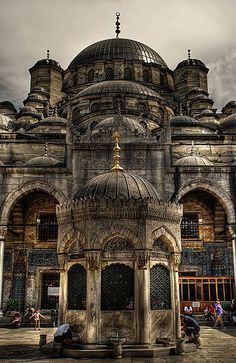 The Hagia Sophia mosque is a previously renowned Christian place of worship. Located in Istanbul, Turkey, the basilica, turned mosque, is now a museum. Byzantine Architecture, Islamic Architecture, Beautiful Architecture, Beautiful Buildings, Art And Architecture, Hagia Sophia, Beautiful Mosques, Beautiful Places, Beautiful Castles