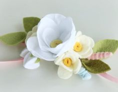 Let your little lady shine! This headband will complement the dress of your child. You can adjust the size of this accessory. Also we can customize them to meet your color/style needs. Felt Headband, Baby Flower Headbands, Baby Bows, Faux Flowers, Fabric Flowers, Paper Flowers, Felt Crafts Diy, Sewing Crafts, Felt Hair Accessories