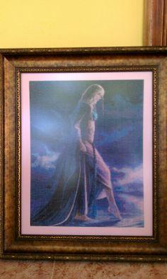 Dama entre el cielo y la tierra