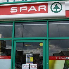 Ireland: Gay couple kicked out of SPAR store by security guard for kissing