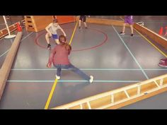 Gagabal. Variant; met hockeysticks Pe Games, School Games, Physical Education, Hockey Sticks, Physics, Activities For Kids, Youtube, Basketball Court, Facebook