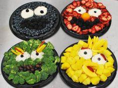 Sesame Street themed fruit & veggie trays to get children to eat fruit and vegetables !