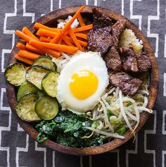 Delicious Korean bibimbap: a rice bowl of marinated beef, vegetables, fried eggs and spicy sauce. Make it at home with this recipe from Panning The Globe. Asian Recipes, Beef Recipes, Cooking Recipes, Healthy Recipes, Korean Dishes, Korean Food, Korean Bibimbap, Bibimbap Bowl, Healthy Foods