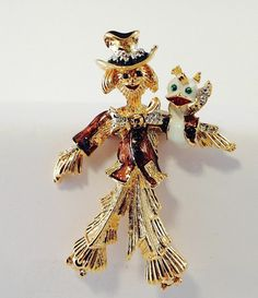 Ornate High Polished Gold Tone Scarecrow  Retro Brooch 8323