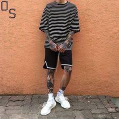Bermuda com Cordão Longo. Macho Moda - Blog de Moda Masculina: BERMUDA MASCULINA 2018: 5 Modelos que estão em alta. Moda para Homens, Roupa de Homem, Streetwear, Camiseta Listrada, Adidas Ultraboost Branco, Meia Levantada Branca