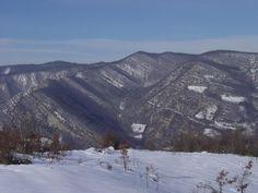 Twitter / ombasini: Gli strati geologici del monte Mezzano disegnati dalla neve (loc. Borla, Piacenza)