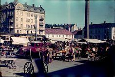 Torget i Trondheim  Torghandel en gang mellom 1937 og 1939.  Foto: Per Renbjør