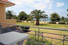 Het koelt langzaam af na een heerlijke warme zomerdag. Geniet van de rust op je balkon of maak een mooie strandwandeling met zonsondergang. Seaview Village ligt uitstekend. Het is er rustig, maar toch ben je zo in het centrum van Lassi of op het prachtige Makris Gialos strand. Naast dit bekende strand zijn er diverse kleinere, hele mooie strandjes te ontdekken. Ook erg leuk om te snorkelen! Het kleinschalige appartementencomplex ligt in een mooie tuin met rozen en palmbomen. De appartementen…