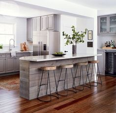 Fabulous Modern Kitchen Sets on Simplicity, Efficiency and Elegance - Home of Pondo - Home Design Painting Kitchen Cabinets, Kitchen Paint, New Kitchen, Kitchen Dining, Kitchen Decor, Kitchen Ideas, Small Modern Kitchens, Cool Kitchens, Affordable Home Decor