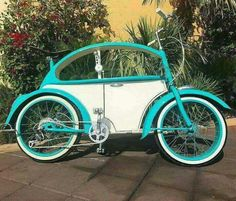Riding my air cooled VW bike saves gas while I loose some ass! Velo Design, Bicycle Design, Velo Vintage, Vintage Bicycles, Vw Cars, Pedal Cars, Retro Rad, Vw T1 Samba, Cycle Chic