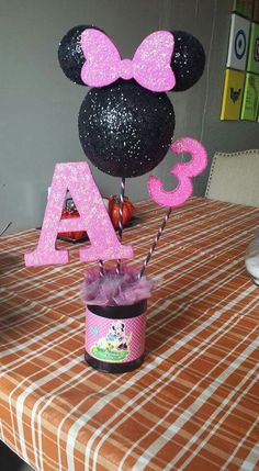 Minnie Mouse center piece Minnie Mouse Decorations, Minnie Mouse Theme Party, Minnie Mouse Balloons, Mickey Mouse Clubhouse Birthday Party, Diy Birthday Decorations, Mickey Party, Mickey Mouse Birthday, 3rd Birthday Cakes, 3rd Birthday Parties