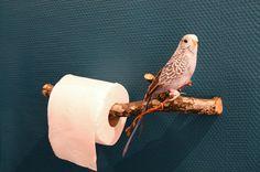An original idea for the toilet paper holder. Une idée originale pour le porte papier toilette. Een origineel idee voor de wc-papier houder.