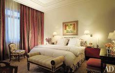 Traditional Bedroom by Samuel Botero and Ignacio Mallol in Panama