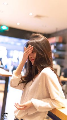 Ulzzang Korean Girl, Cute Korean Girl, Ootd Poses, Cute Girl Photo, China Girl, Beautiful Girl Image, Girl Photography Poses, Aesthetic Girl, Stylish Girl