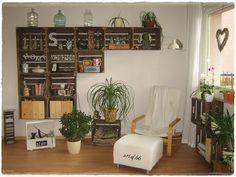 Mein Obstkisten-Regal vor neuer Wand - wooden crates