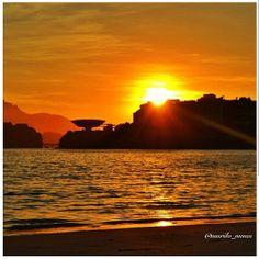 Pôr-do-sol na nossa Niterói. Linda foto de @murilo_nunes via instagram...curtam, comentem abaixo! E tenham todos uma ótima noite.