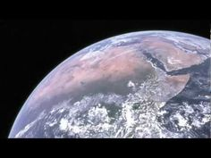 Christopher Potter's new history of space flight, The Earth Gazers, charts the road to the first photographs of Earth — and how it changes an astronaut to glimpse the entire planet at once. Science Toys, Stem Science, Earth Science, Science And Technology, Science Videos, Technology Tools, Leaf Projects, Bill Nye, First Photograph