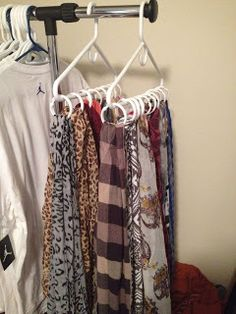 closet organization Schal Organisation… If You Don't Have Enough Yard Space, Create A Container Gard Apartment Closet Organization, Scarf Organization, Organization Ideas, Organizing Tips, Storage Ideas, Diy Storage, Apartment Ideas, Tank Top Organization, Tank Top Storage