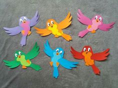 Bird Paper Craft, Bird Crafts, Fun Crafts, Diy And Crafts, Arts And Crafts, Paper Crafts, School Board Decoration, Class Decoration, School Decorations